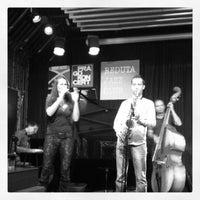 รูปภาพถ่ายที่ Reduta Jazz Club โดย Stephan B. เมื่อ 9/30/2012