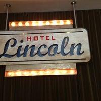 รูปภาพถ่ายที่ Hotel Lincoln โดย Andrew S. เมื่อ 6/8/2013