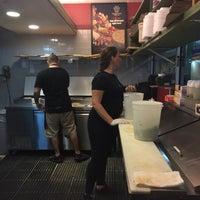 Foto scattata a Boca's Best Pizza Bar da Lisa H. il 8/10/2018