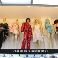 Foto scattata a Hollywood Toys & Costumes da Hollywood Toys & Costumes il 10/2/2013