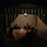Photo prise au The House Brasserie par Colin D. le12/27/2012