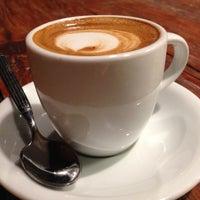 Das Foto wurde bei Mokah Coffee & Tea von Mokah Coffee & Tea am 1/29/2014 aufgenommen