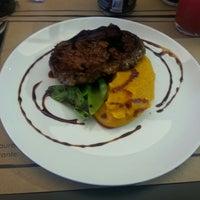 Foto tirada no(a) Jui Restaurante por Fernando O. em 11/21/2014