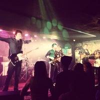 1/30/2013 tarihinde Dejv G.ziyaretçi tarafından Rock Café'de çekilen fotoğraf
