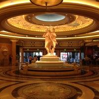 6/9/2013에 Kerry F.님이 Caesars Palace Hotel & Casino에서 찍은 사진