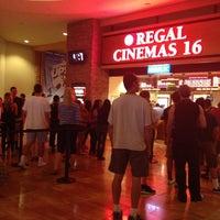 Foto tirada no(a) Regal Cinemas Red Rock 16 & IMAX por Wiraphon K. em 5/24/2013