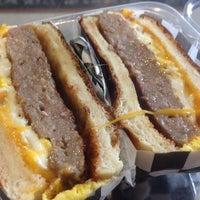 Photo prise au Proper Sausages par Burger B. le2/9/2014