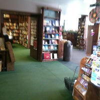 Photo prise au Tattered Cover Bookstore par Marcus G. le6/24/2013