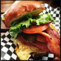 Photo prise au Station Tavern & Burgers par Louie S. le4/14/2013