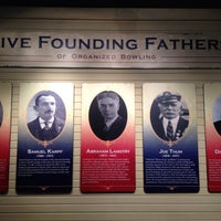 Foto tirada no(a) International Bowling Museum & Hall Of Fame por Kelli W. em 7/20/2013