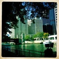 Foto tomada en Chicago Architecture Foundation River Cruise por Margot B. el 10/8/2012