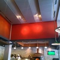 Foto scattata a 360 Degrees Artisan Pizza & Winebar da Teri il 6/24/2014