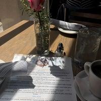 Das Foto wurde bei Sprig Restaurant von Cherie P. am 5/20/2017 aufgenommen