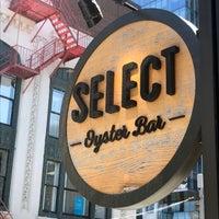 Foto scattata a SELECT Oyster Bar da Fro il 4/23/2018