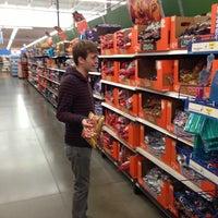 Das Foto wurde bei Walmart Supercenter von Robert M. Y. am 10/9/2012 aufgenommen