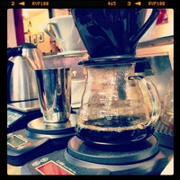 Photo prise au New World Coffee House par AJ V. le5/7/2013
