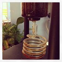 Photo prise au New World Coffee House par AJ V. le5/12/2013