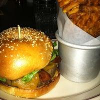 10/12/2012에 Jess L.님이 LT Bar & Grill에서 찍은 사진