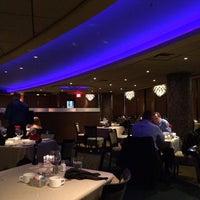 Foto diambil di Z's Oyster Bar and Steakhouse oleh Ludmila M. pada 7/16/2014