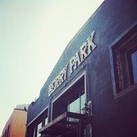 Das Foto wurde bei Berry Park von Stephanie K. am 5/3/2013 aufgenommen