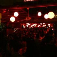 รูปภาพถ่ายที่ Kinky Bar โดย Gustavo P. เมื่อ 5/18/2013