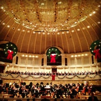 Foto tomada en Symphony Center (Chicago Symphony Orchestra) por Jen el 12/15/2012