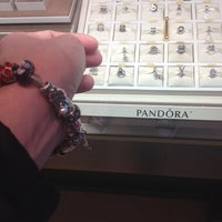 Снимок сделан в Jared Galleria of Jewelry пользователем Uniz M. 12/3/2013