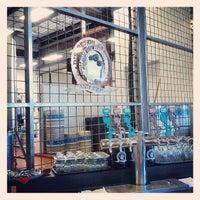 รูปภาพถ่ายที่ Discretion Brewing โดย Andrew เมื่อ 5/30/2013
