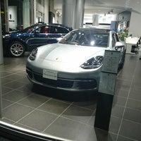 12/27/2017 tarihinde Bekkerziyaretçi tarafından Porsche Center Ginza / ポルシェセンター銀座'de çekilen fotoğraf