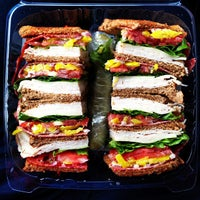 Foto scattata a Simply Soup Salad  & Sandwiches da Mike R. il 4/18/2013