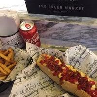 Foto tomada en Le Jocho Gourmet Hot Dogs por Ramsy V. el 10/16/2017