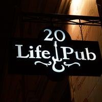 Foto diambil di Life Pub oleh BACbKA R. pada 11/22/2012