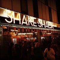Photo prise au Shake Shack par Todd S. le5/3/2013