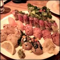 Снимок сделан в Sushi Den пользователем nikki w. 11/23/2013