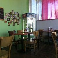 Das Foto wurde bei Bragg's Factory Diner von Kate B. am 7/25/2013 aufgenommen