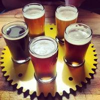 รูปภาพถ่ายที่ Crank Arm Brewing Company โดย wayne j. เมื่อ 8/3/2013