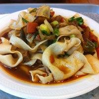 10/2/2012 tarihinde Cybel M.ziyaretçi tarafından Xi'an Famous Foods'de çekilen fotoğraf