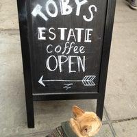 รูปภาพถ่ายที่ Toby's Estate Coffee โดย Kirk P. เมื่อ 11/10/2013
