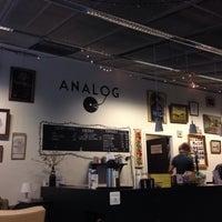 Foto tirada no(a) Café Analog por Anne H. em 11/21/2013
