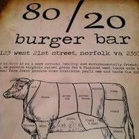 Foto tirada no(a) 80/20 Burger Bar por Brian C. em 2/23/2013