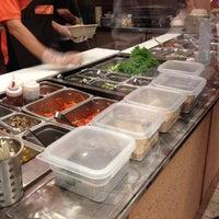 Снимок сделан в Mixing Bowl пользователем Shay S. 10/8/2012