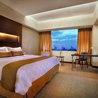 Foto diambil di Aston Makassar Hotel & Convention Center oleh Aston Makassar Hotel & Convention Center pada 8/28/2014