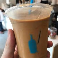 Das Foto wurde bei Blue Bottle Coffee von Noah W. am 9/22/2018 aufgenommen