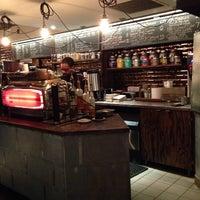 Foto tomada en Ground Central Coffee Company por Andrew D. el 12/8/2013