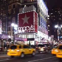 รูปภาพถ่ายที่ Macy's โดย Paris G. เมื่อ 1/22/2013