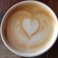 7/18/2012 tarihinde Jessica S.ziyaretçi tarafından Bird Rock Coffee Roasters'de çekilen fotoğraf