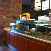 Photo prise au Bojangles' Famous Chicken 'n Biscuits par Olivia M. le7/3/2012
