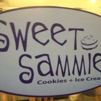 รูปภาพถ่ายที่ Sweet Sammies โดย Rick W. เมื่อ 6/10/2012