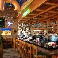 Foto tomada en La Parrilla Mexican Restaurant por Scary S. el 8/2/2012