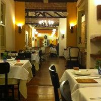 Foto tirada no(a) Zeffiro Restaurante por Marie S. em 5/16/2012